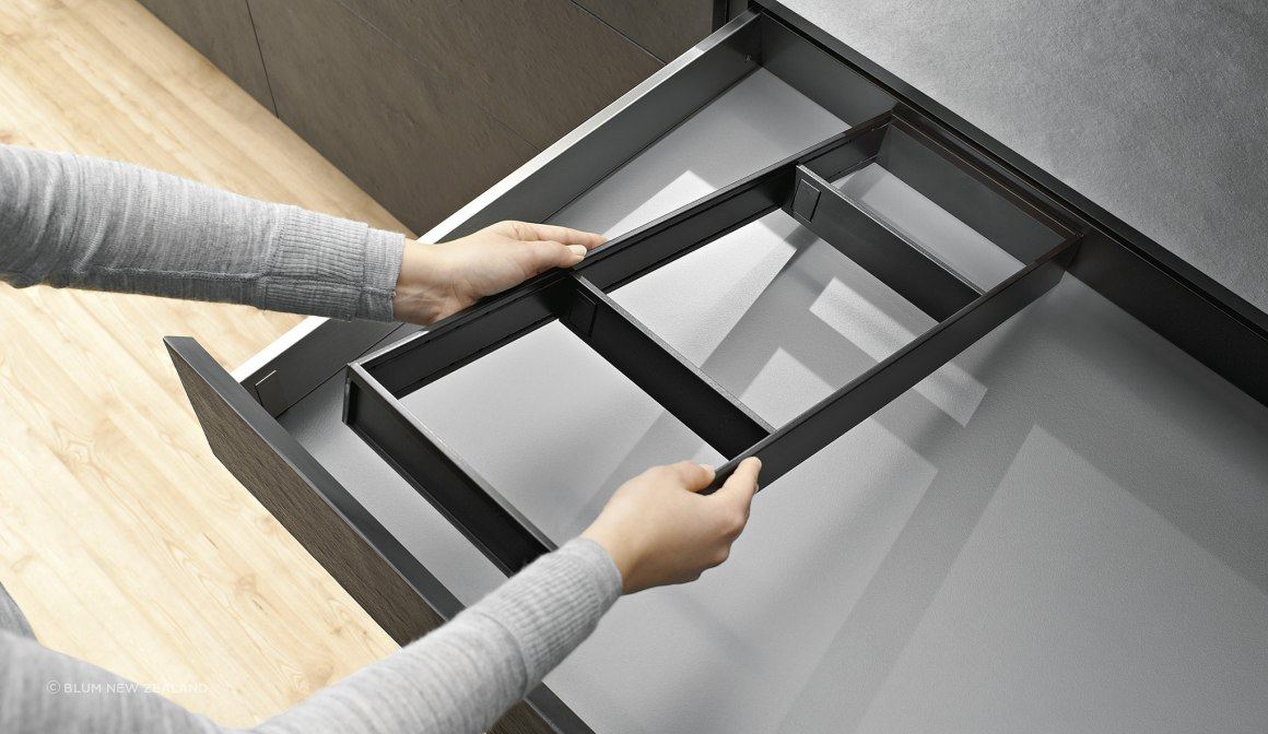 AMBIA-LINE inner dividing system for LEGRABOX soft-close drawers