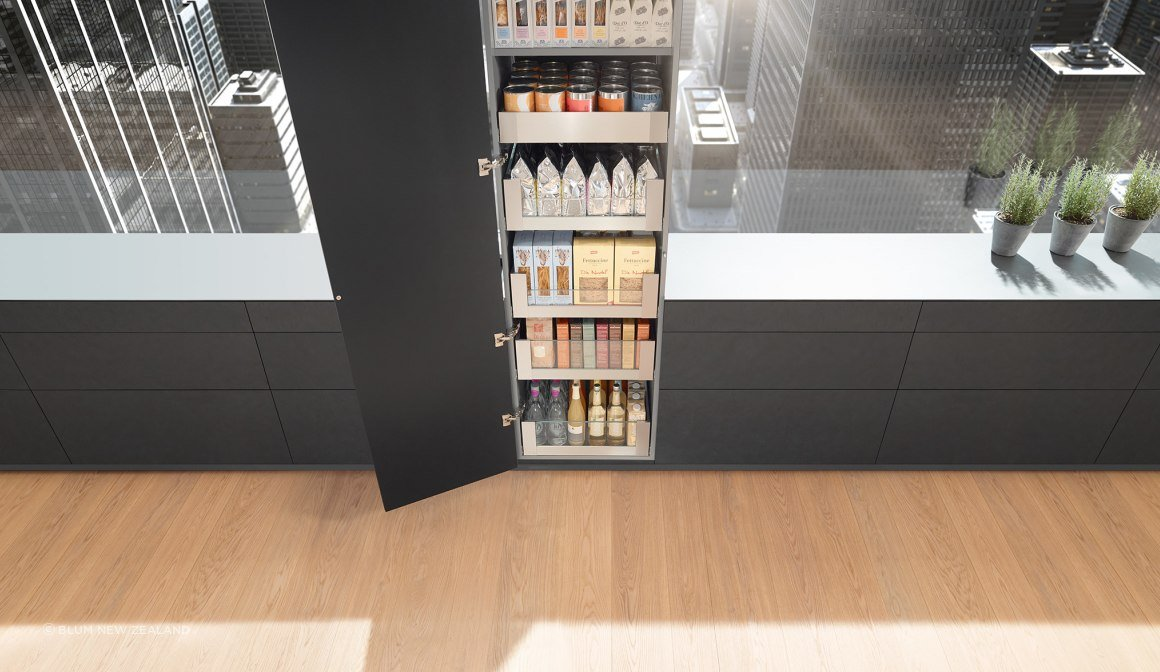SPACE TOWER pantry with LEGRABOX soft-close drawers