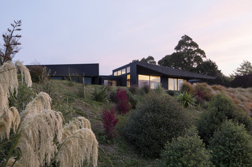 Vineyard House is a simple, sculptured form that is cranked to face the morning sun.