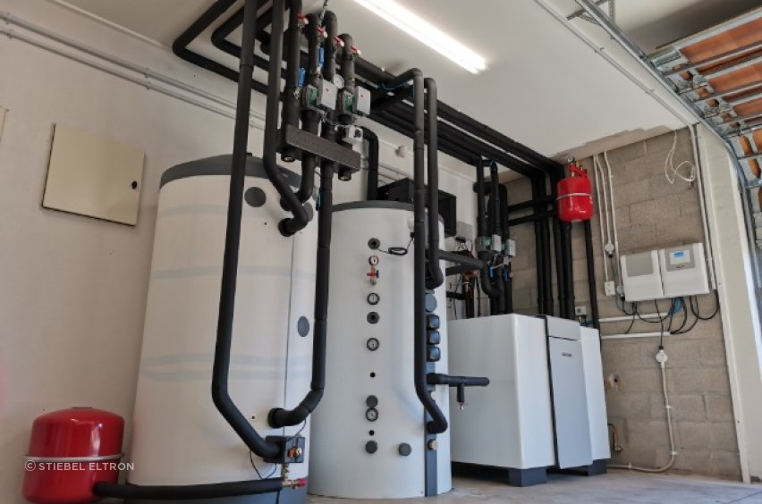 The geothermal hydronic heating heat pump system installed at the Pumpkin Hill House, comprising (from right) a WPF 35 heat pump, 700l buffer tank and 800l instantaneous hot water tank.