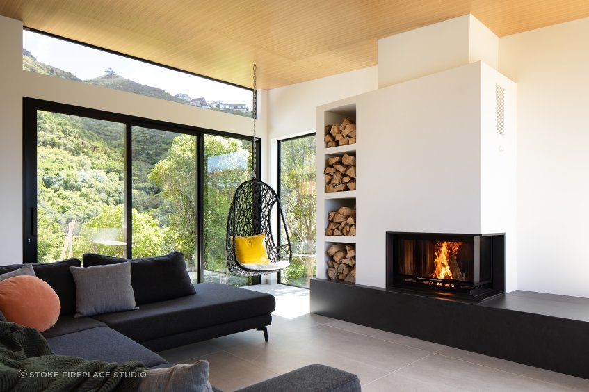 With its unique design, the Spartherm Corner Wood Fire uses hard lines and offset geometry to its advantage.