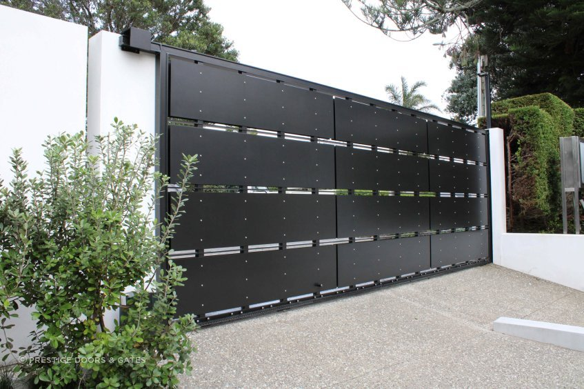 An example of an Aluminium Panel Driveway Gate.