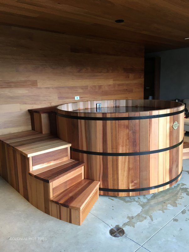 7 Foot Tub With Stairs