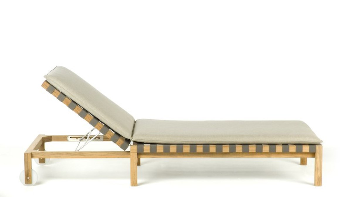 Mistral Sunlounger by Roda